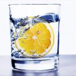Eau chaude citron pour la détox