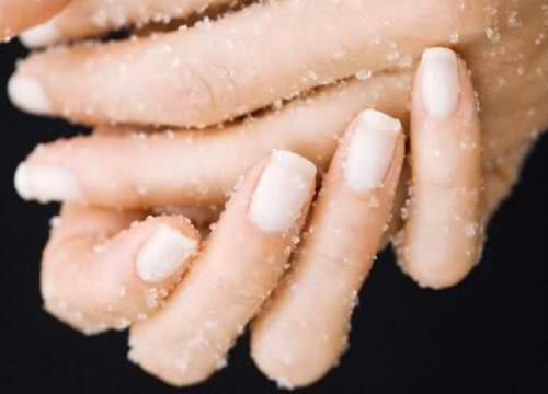 Gommage naturel des mains