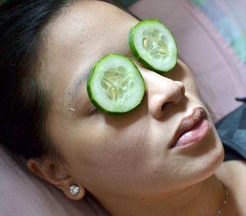 Les masques pour la personne avec la glycérine et la vitamine et