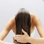 Se laver les cheveux : utilisation de l'huile de jojoba