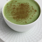 Thé vert et lait d'amande : boisson énergétique maison