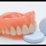 Comprimés de nettoyage de prothèses dentaires pour blanchir les ongles